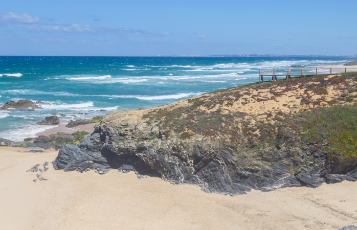 Tranquila e boa para bronzear, a praia do Queimado não te vai desiludir.
