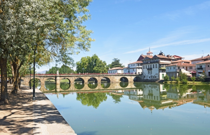 Passeia pela charmosa Ponte de Trajano em Chaves.