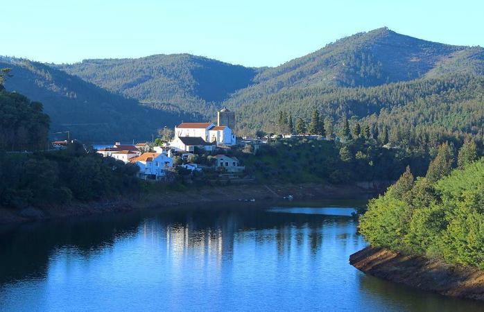 A charmosa Vila de Dornes ao entardecer
