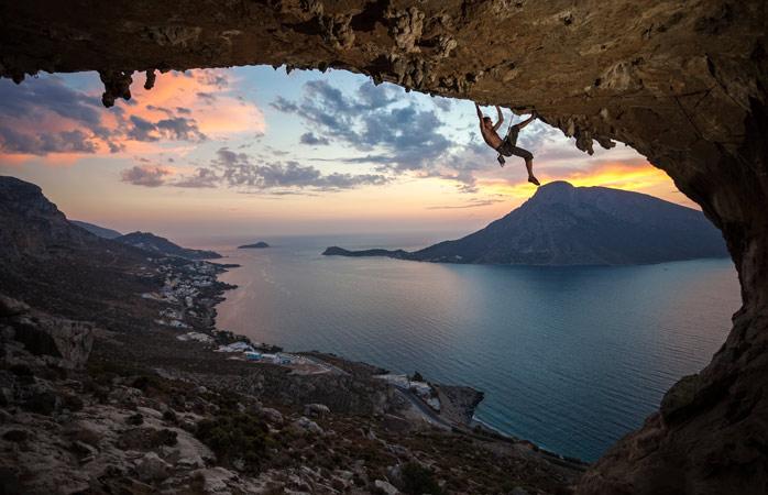 O pôr do sol de uma perspetiva completamente diferente subindo à Grande Grotta em Calímnos