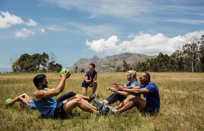 Um treino ao ar livre, é certamente uma das dicas de como poupar dinheiro.