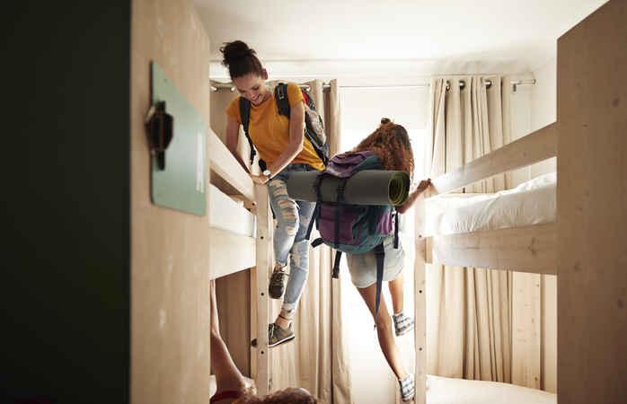 Para além de poupares no alojamento, ainda podes fazer grandes amizades.