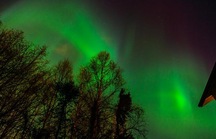 Vê o céu verde e cintilante da janela do teu quarto no Hotel Alyeska