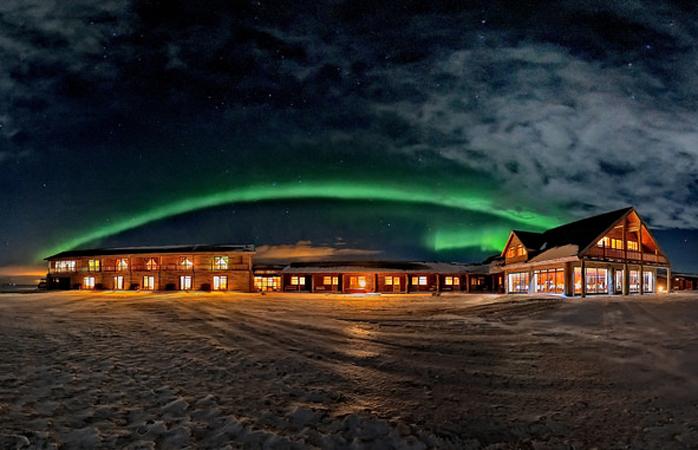 As Luzes do Norte estemde-se sobre o Hotel Rangá