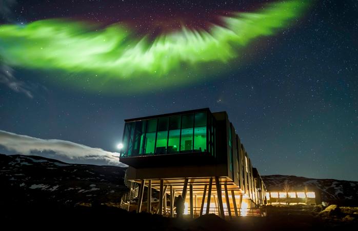 A Aurora Boreal brilha sobre o ION Hotel.