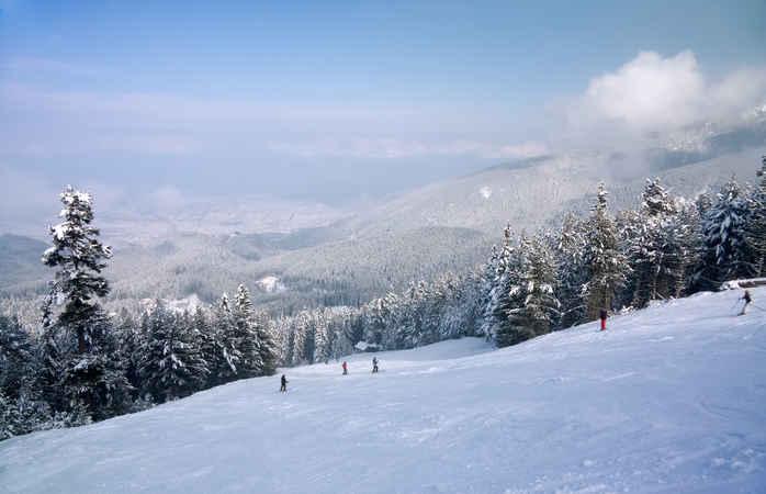 O panorama de Bansko na Bulgária.