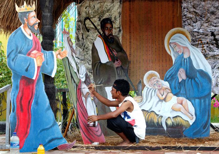 Natal em Dili, Timor Leste - Os habitantes locais constroem presépios com materiais reciclados em Timor Leste
