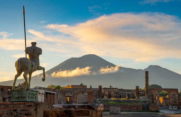 Quando estiveres em Nápoles, aproveita e dá uma vista de olhos ao Monte Vesúvio.