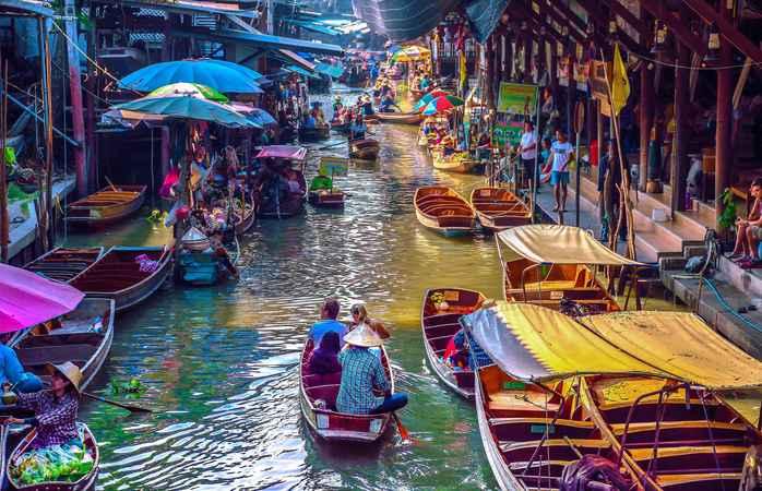 O mercado flutuante de Banguecoque.